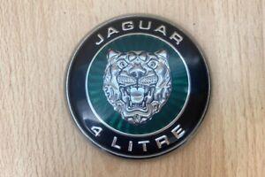 """BONNET BADGE """"JAGUAR 4 LITRE"""" GREEN - Jaguar S-Type 1999-2002 #8922"""