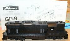 HO Athearn Unmarked GP9 Powered Locomotive Diesel Road Switcher # 3151 Kit