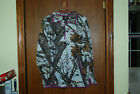 Women's Mossy Oak 1/4 Zip Camo shirt thumb holes with pink accents Size XL