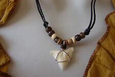 Collier dent de requin Mako perles en bois de cocotier porte chance