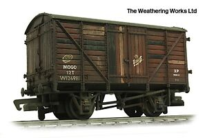 Mainline 12t BR MOGO Bauxite Planked sided vent van wagon *PRO WEATHERED LOOK*