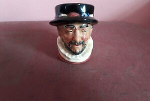VINTAGE ROYAL DOULTON CHARACTER TOBY JUG BEEFEATER 5193 SMALL