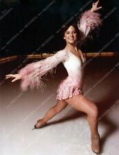 8b20-14591 beautiful Dorothy Hamill in her skates on the ice 8b20-14591