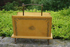 RARA 1950S musica Rack legno in ottone e senape velluto in rilievo stile retrò chic