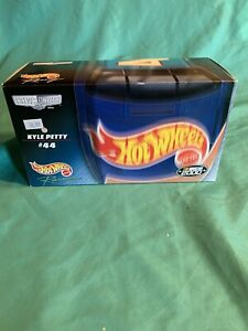 HOT WHEELS RACING CREW'S CHOICE #44 KYLE PETTY NASCAR 2000 NEW IN SEALED BOX