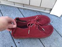 Clark's Originals Moccasins Faraway Beach Oxfords Red Suede Crepe Sole size 8