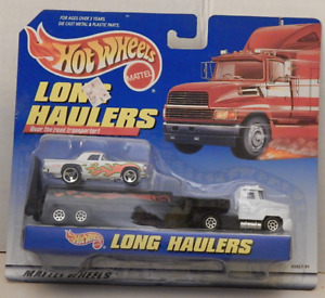 Hot Wheels Long Haulers Over the Road Transporter '57 T-Bird Sports Car