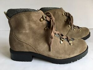 Clarks Suede Hiking Boots Size 6.5 Wide