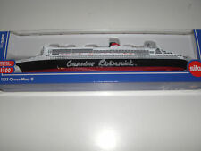 QUEEN MARY 2 CUNARD die cast 1:1400 signed by Commodore Warwick first captain