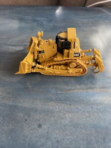 CATERPILLAR CAT D9T TRACT-TYPE TRACTOR BULLDOZER NORSCOT #55209 1:87 SCALE