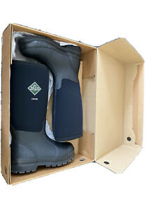 Womens muck boots size 4