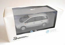 "VW Sharan Typ 7M8 ""CARAT"" in silber argentin silver metallic, Herpa 1:43 DEALER!"