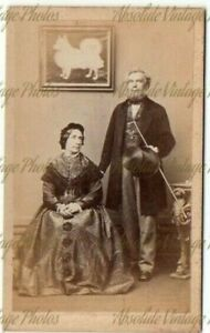 CDV PHOTO COUPLE WITH POMERANIAN TYPE DOG PICTURE RICHARD WINGFIELD WORCESTER