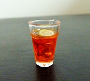 DOLLS HOUSE MINIATURE FOOD * LEMON TEA DRINK GLASS 1.9 CM * COMBINED P+P