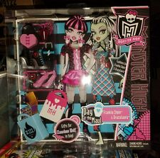 NRFB  Monster High Doll Accessories Day at the Maul Frankie Stein Draculaura T16