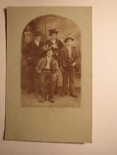 4 junge Männer mit Hut - Tracht ? Musterung ? / Foto