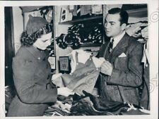 1938 Boxing HOF Barney Ross in Father In Laws Department Store Press Photo