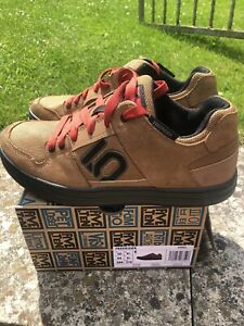 Five Ten MTB Shoes. Size Uk 9.5. Brown Suede/ Material. Great Condition.