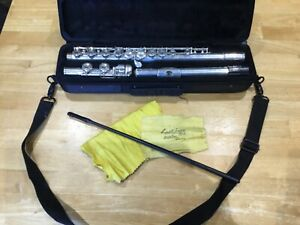 PRELUDE FLUTE BY SELMAR  USA. MODEL 62333 WITH HARD CARRY CASE