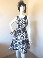 WALLIS  BLACK AND WHITE  GOOD QUALITY  DRESS SIZE 10  WITH FREE PEARL NECKLACE