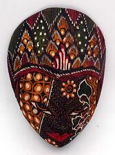Art Indonésien masque Javanais traditionnel en bois et batik marron
