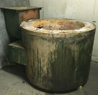 Dip out furnace, Includes cast iron pot but can also function with a crucible