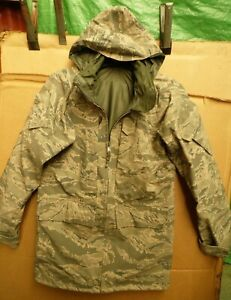GENUINE US AIRFORCE ISSUE GORE-TEX PARKA IN ENVIRONMENTAL CAMOUFLAGE PATTERN
