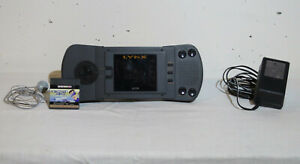 Console Atari Lynx avec chargeur + 1 jeu
