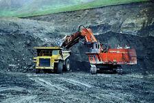 780045 triple 6 dump truck chargés dans la fosse par un chargeur A4 papier photo