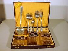 Ménagère métal argenté XX° 38 pcs. décor Louis XVI orfèvre AD, écrin