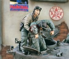 "Verlinden 1/35 ""Bailing Out"" US Tank Crew WWII No.2 Saving Wounded (2 Fig.) 1575"