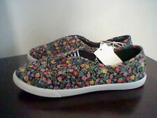 BRAND NEW WOMEN'S SIZE 9 BASIC EDITIONS CASUAL SHOES
