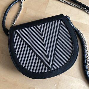 LILI RADU Handtasche, Leder schwarz / beige, mit Lederträger und Metallkette