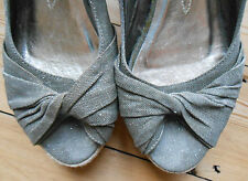"Wallis Canvas Wedges khaki green peep sandals 3.5"" wedge heel Size 6 Euro 39 vgc"