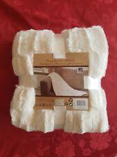 Kuscheldecke-Felldecke - Kunstfell in der Farbe Creme-Weiß