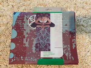 Gaiam Foldable Yoga Mat Super Compact Ultra-Lightweight Burgundy/Blue BRAND NEW