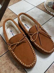 Minnetonka NWOT Lined Hardsole 3902  Slippers, Men's Size 11W, brown suede