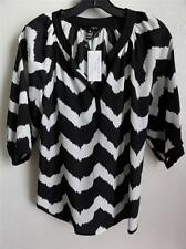 AQUA V-NECK 3/4 SLEEVE BLOUSE TOP, Black/white, Size XS, MSRP $78