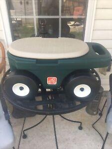 Step 2 Garden Hopper rolling cart yard seat tool storage green & tan preownD