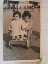 Vecchia foto bimbi carrozzina metallica passeggino antico Salerno lungomare 1947