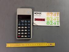 Antigua calculadora con caso y instrucciones NOVU KORES 824 old vintage