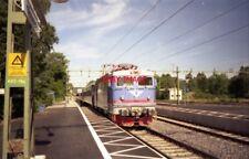 PHOTO  1999 SWEDEN  TROLLHÄTTEN SJ LOCO ON TRAIN