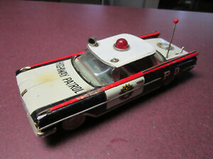 VINTAGE TOY OLDSMOBILE POLICE  CAR HIGHWAY PATROL TIN Battery Operated