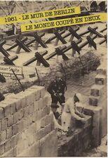 CARTE POSTALE PHOTO / 1961 LE MUR DE BERLIN LE MONDE COUPE EN DEUX