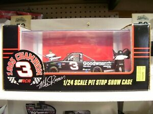1995 1/24 #3 MIKE SKINNER GOODWRENCH PIT CREW SHOWCASE  CRAFTSMAN TRUCK RARE