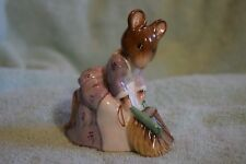 TP-011 Beswick Beatrix Potter Hunca Munca Mouse Figurine Sweeping Ceramic in Box