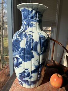 Chinese Qing Guang Xu Dynasty, Late 1900 cira, Blue&white Vase