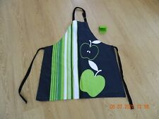 LES ATELIERS GREEN APPLE ADJUSTABLE COOKING BAKING APRON & SILICONE HEAT HOLDER