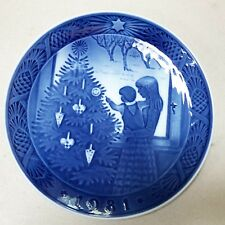 Royal Copenhagen Blue Christmas Plate 1981 Kai Lange Admiring Christmas Tree 7""