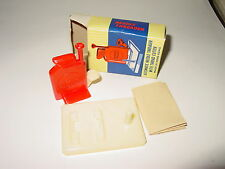 Vintage AUTOMATIC NEEDLE THREADER w/CUTTER Made in HONG KONG New in Box